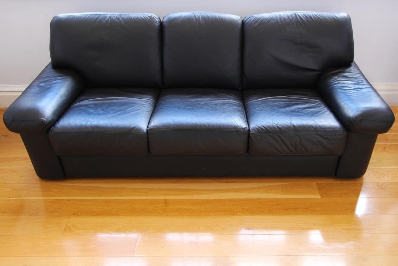 רהיט בצבע שחור